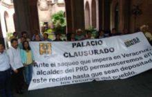 Alcaldes del PAN y PRD intensifican presión; hay crisis en los 212 municipios